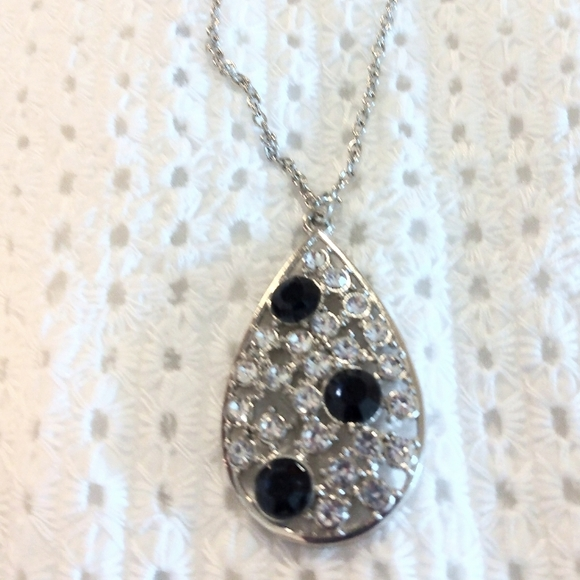 💎3/$15 Rhinestones necklace/earrings set